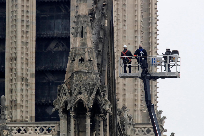 Plusieurs grandes fortunes françaises ont annoncé qu'elles débloqueraient des centaines de millions d'euros pour financer la reconstruction de la cathédrale Notre-Dame, dévastée par le feu le 15 avril 2019.