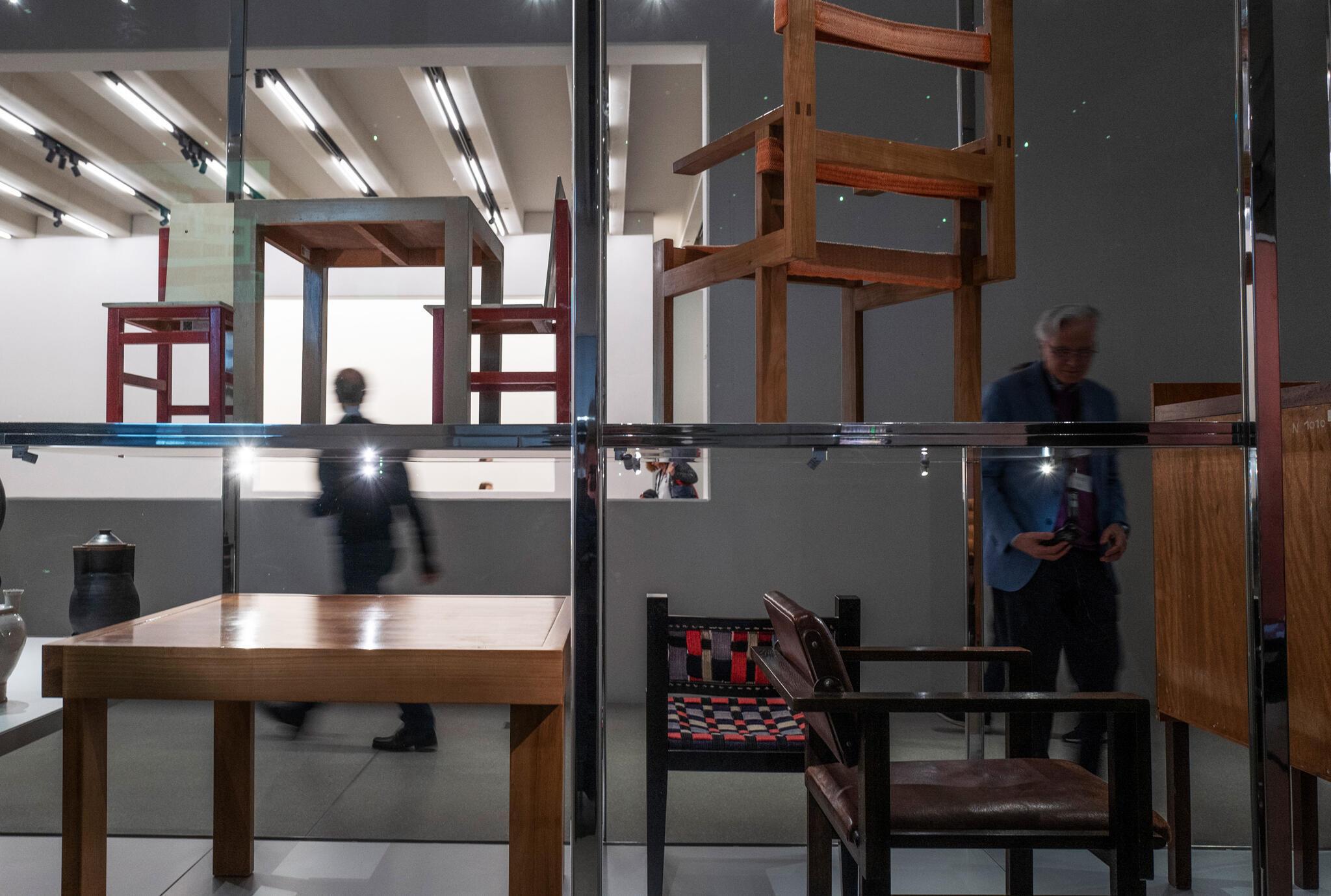 Des chaises disposées dans le nouveau musée du Bauhaus à Weimar.