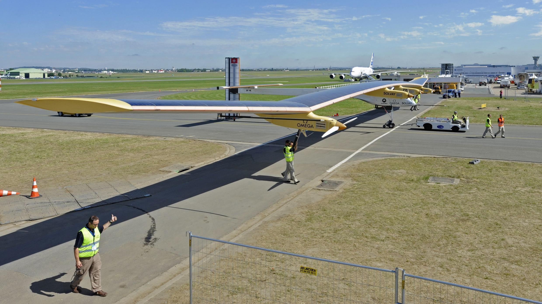 Cолнечный самолет Solar Impulse в последний день салона в Ле Бурже. 26 июня 2011.