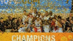 El equipo de Francia festejando su título, el 22 de septiembre de 2013.