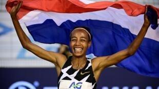 La joie de la Néerlandaise Sifan Hassan, après avoir battu le record du monde de l'heure, le 4 septembre 2020 au Mémorial Van Damme à Bruxelles