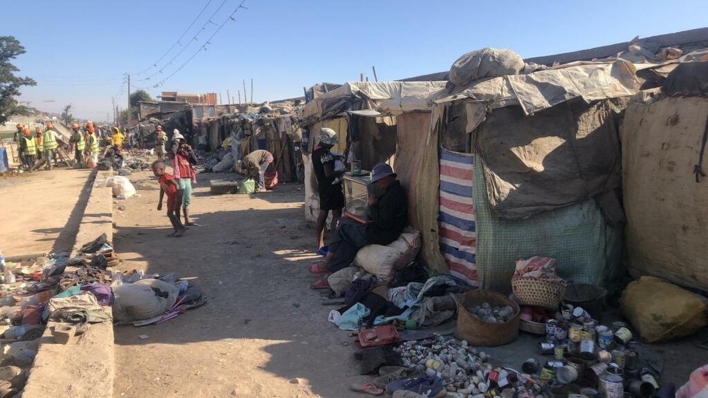 Madagascar: au bidonville La Réunion Kely, on vend des ordures pour survivre