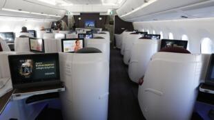 Intérieur de l'Airbus A350 livré à Qatar Airways, le 22 décembre 2014, sur le tarmac de Toulouse, en France.
