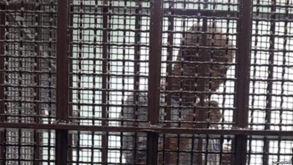 關在泰國囚車裡的中國政治難民楊崇