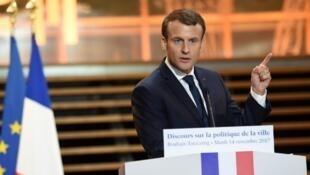 Emmanuel Macron délivre son discours sur la politique de la ville lors d'un déplacement à Tourcoing, le 14 novembre 2017.