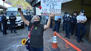 A protester in favour of releasing Hong Kong activists who attempted to flee to Taiwan, on trial Dec 2020
