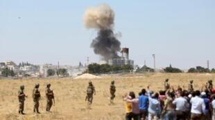 Vụ tấn công của IS tại Kobane nhìn từ lãnh thổ Thổ Nhĩ Kỳ.
