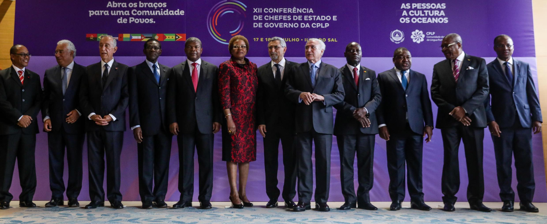 Os chefes de estado da Comunidade dos Países de Língua Portuguesa posam para a foto de família na sessão de abertura Cimeira da CPLP