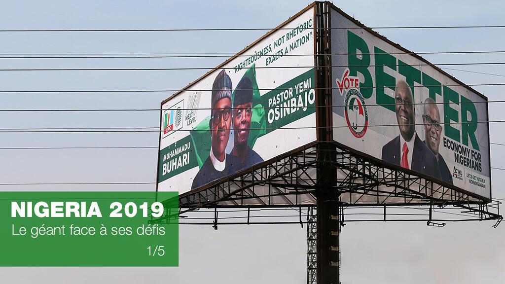 Affiche de campagne du président nigérian sortant et son principal challenger à Abuja, le 5 février 2019.