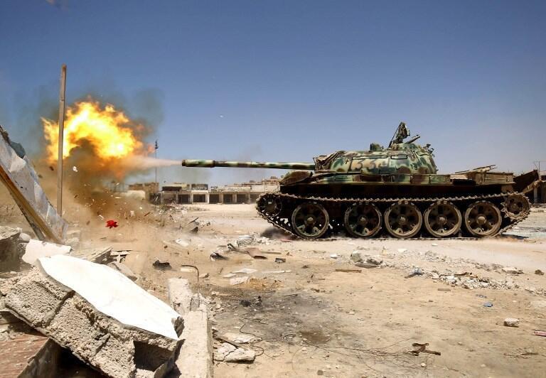 Blindé de l'armée nationale libyenne en action.