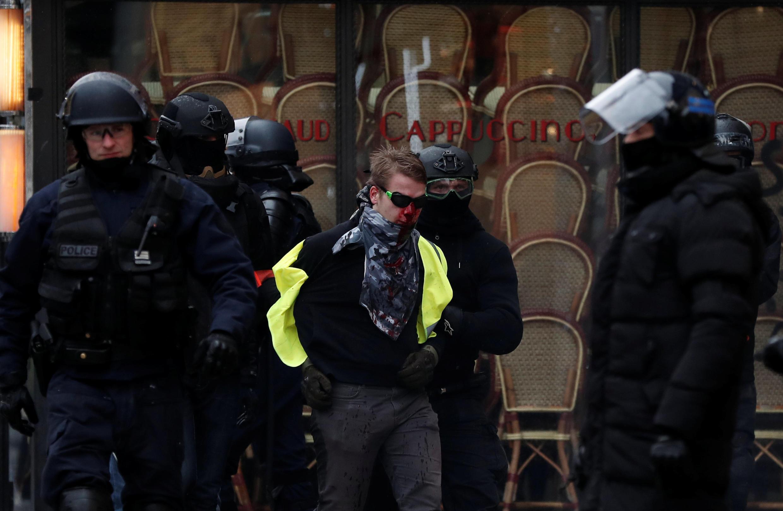 Cтолкновения между «желтыми жилетами» и полицией на Елисейских полях, 15 декабря 2018 г.