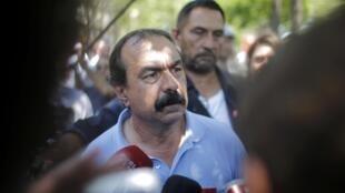 图为法国全国工会联盟秘书长飞利浦马尔蒂内在示威中