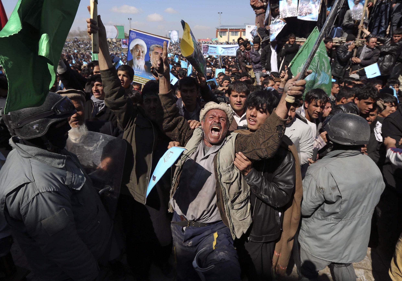 Wafuasi wa Abdullah Abdullah  mjini Kaboul wakifurahia ushindi.