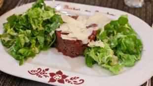 В Мулене лучший тартар из шароле, знаменитой французской говядины