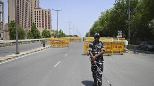 A police officer at a checkpoint during a previous weekend lockdown in New Delhi