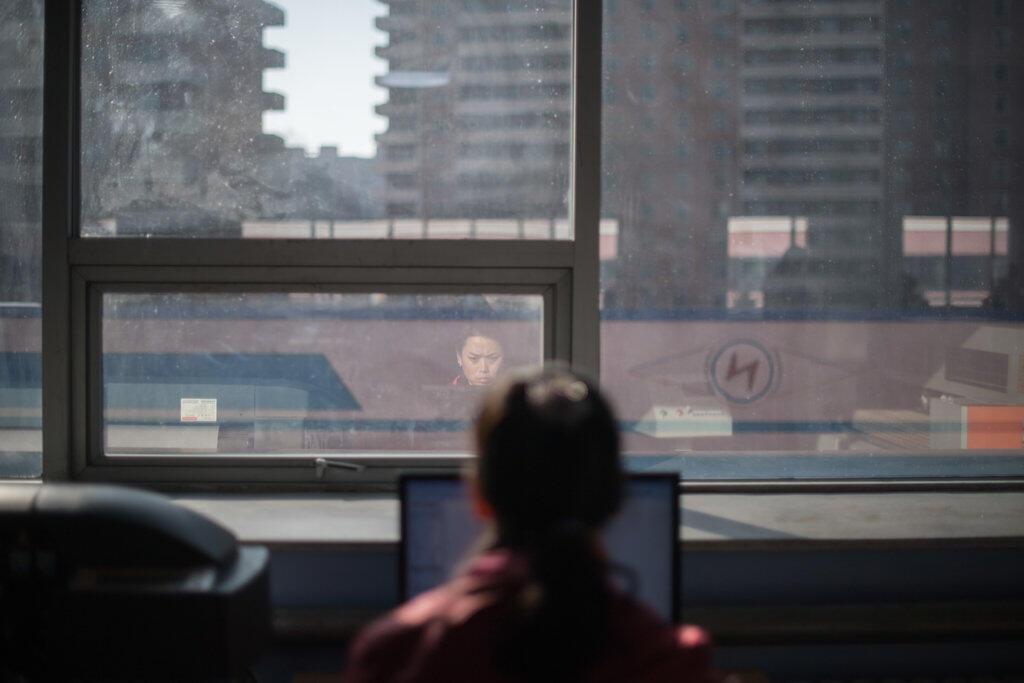 Une femme devant son ordinateur à Pyongyang, capitale de la Corée du Nord, en février 2017.