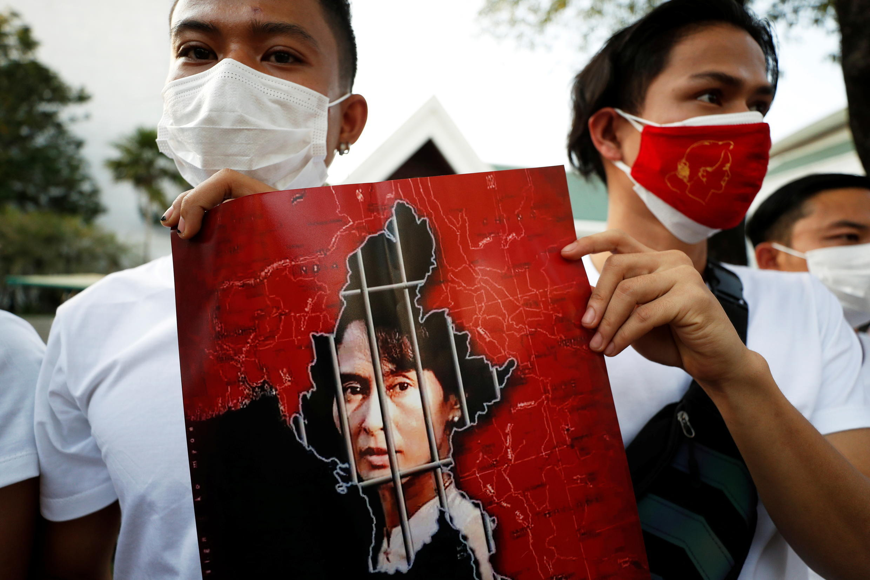 2021-02-02T101946Z_2042954551_RC2AKL9FQ5B4_RTRMADP_3_MYANMAR-POLITICS-THAILAND