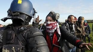 Protesters and police face off at Notre-Dame-des-Landes
