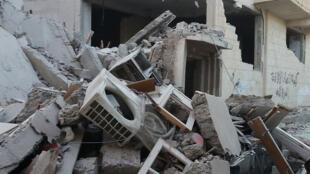 Một tòa nhà tại Raqqa - thủ phủ tự xưng của Daech - bị liên quân quốc tế do Mỹ dẫn đầu phá hủy, ngày 11/11/2014.