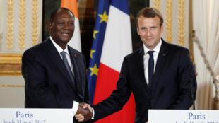 Le président ivoirien Alassane Ouattara reçu par Emmanuel Macron à l'Elysée, le 31 août 2017.