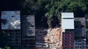 Deux immeubles se sont effondrés à Muzema, «favela» dans l'ouest de Rio de Janeiro, le 12 avril 2019.
