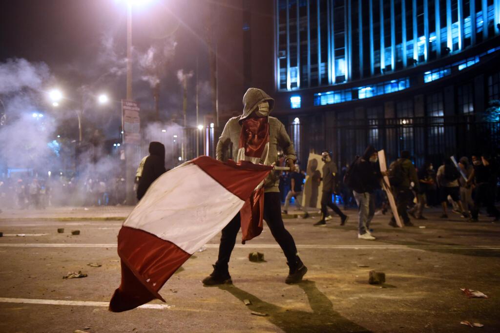 Un manifestant péruvien, partisan du président déchu Martin Vizcarra, le 14 novembre 2020 à Lima.