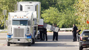Nove pessoas foram encontradas mortas dentro do caminhão