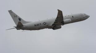 Phi cơ tuần tra P-8 Poseidon cất cánh từ Perth International Airport, ngày 16/04/2014.