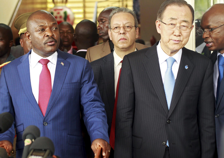 Conférence de presse conjointe du secrétaire général des Nations unies, Ban Ki-moon (à dr.) et du président burundais Pierre Nkurunziza, ce 23 février à Bujumbura.