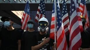 Người biểu tình tại Hồng Kông hôm 20/09/2019, kêu gọi Quốc Hội Mỹ ra luật về nhân quyền và dân chủ đối với Hồng Kông.