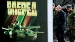 Presidente russo Vladimir Putine e o seu ministro da Defesa.