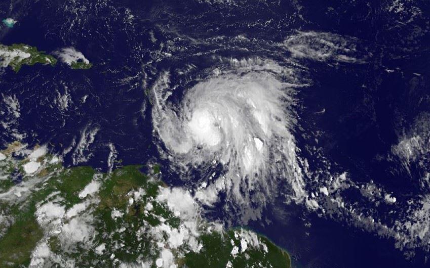 Maria se tornou um furacão neste domingo (17), enquanto se dirigia para o leste do Caribe, com ventos de 120 km/h, informou o Centro Nacional de Furacões (NHC) dos Estados Unidos.