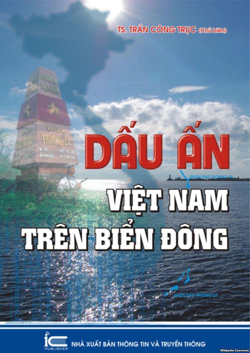 """Bìa quyển """"Dấu ấn Việt Nam trên Biển Đông"""", phát hành ngày 07/08/2012."""