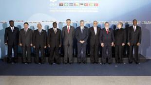 Foto de grupo da sétima Conferência de Chefes de Estado e de Governo da Comunidade dos Países de Língua Portuguesa, a CPLP que aconteceu em Lisboa, 2008.