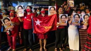 2020-11-09T142958Z_1230817140_RC2QZJ9VKR44_RTRMADP_3_MYANMAR-ELECTION