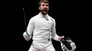 La joie de l'épéiste français Romain Cannone après sa victoire, 15 touches à 10 face à l'Ukrainien Igor Reizlin, en demi-finale aux Jeux Olympiques de Tokyo 2020, le 25 juillet 2021