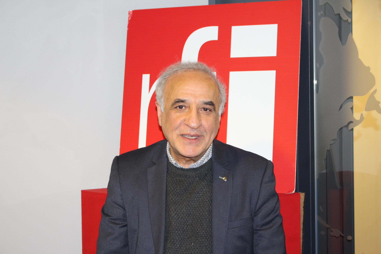 جلال علوینیا در استودیو رادیو بینالمللی فرانسه