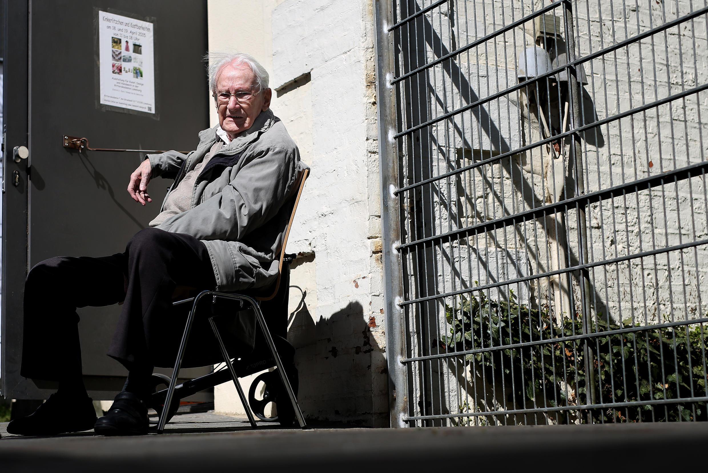 """Na abertura do processo, Oskar Gröning pediu """"perdão"""" às vítimas."""