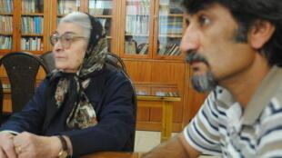 احمد اکبرپور در کنار توران میرهادی