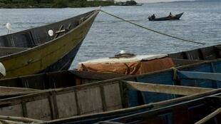 Boti za uvuvi kwenye Mto Nile huko Entebbe, Uganda, 2008.
