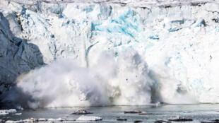 """El espesor de la capa de hielo es también un """"indicador sensible de la salud del Ártico"""", añadió  el estudiante de doctorado Robbie Mallett, que dirigió el estudio"""