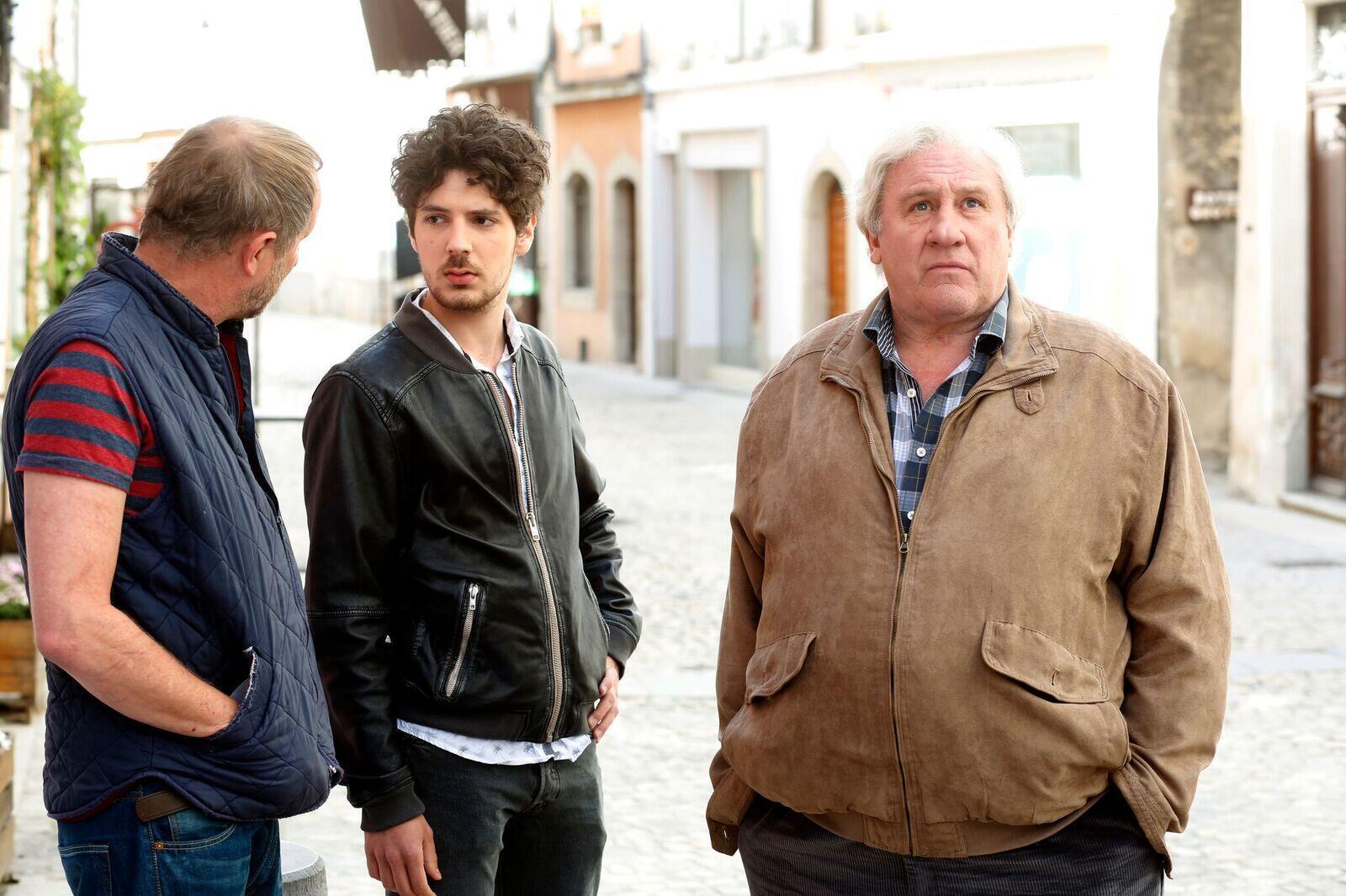 Les comédiens Vincent Lacoste, Benoît Poelvoorde et Gérard Depardieu, dans le film «Saint Amour», de Benoît Delépine et Gustave Kervern.