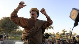 Arrest warrant for Kadhafi for crimes against humanity