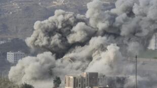 Bombardement sur la ville de Taiz, le 17 avril 2015.