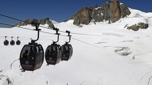 Cable cars on Mont-Blanc, similar to those at Chamrousse