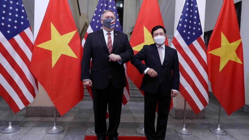 Tại Việt Nam, ngoại trưởng Mỹ kêu gọi khu vực đoàn kết chống Trung Quốc