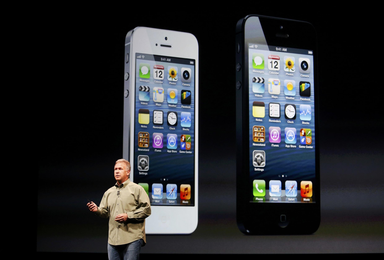 Phil Schiller, vice-presidente mundial de marketing da Apple, apresenta o iPhone 5 em evento em São Francisco, na Califórnia, neste 12 de setembro de 2012.