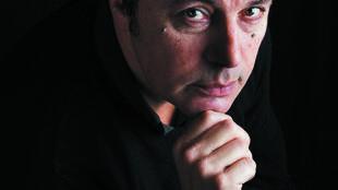 Portrait du romancier Jean-Luc Seigle.