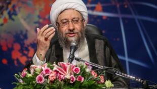 صادق لاریجانی، رئیس قوه قضائیه جمهوری اسلامی ایران، سخنان محمدجواد ظریف را درمورد وجود پولشویی در ایران مورد انتقاد شدید قرار داد.