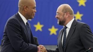 Le président haïtien Michel Martelly en compagnie du président du Parlement européen Martin Schulz à Strasbourg le 20 novembre 2012.